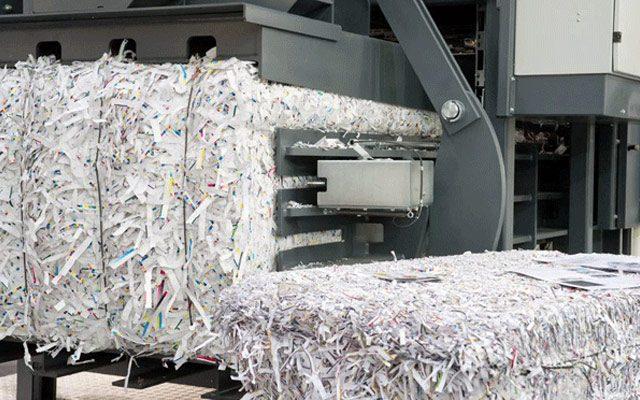 Como é feita a reciclagem industrial de papel