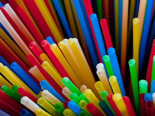 Enzimas podem ajudar a acabar com o excesso de plástico no mundo