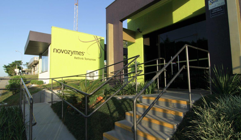 """Novozymes completa 29 anos no Paraná é premiada na categoria indústria """"Destaque 2017"""""""