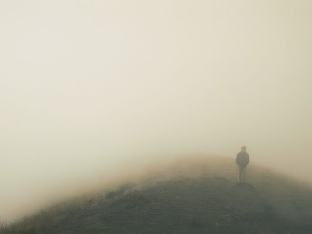 Nevoeiro leva micróbios e água para o deserto