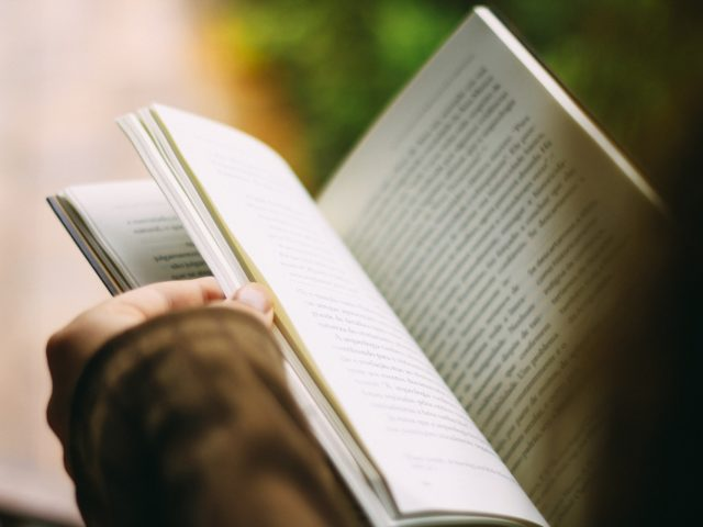 Cerca de 617 milhões de jovens no mundo não sabem ler nem fazer conta, segundo a UNESCO