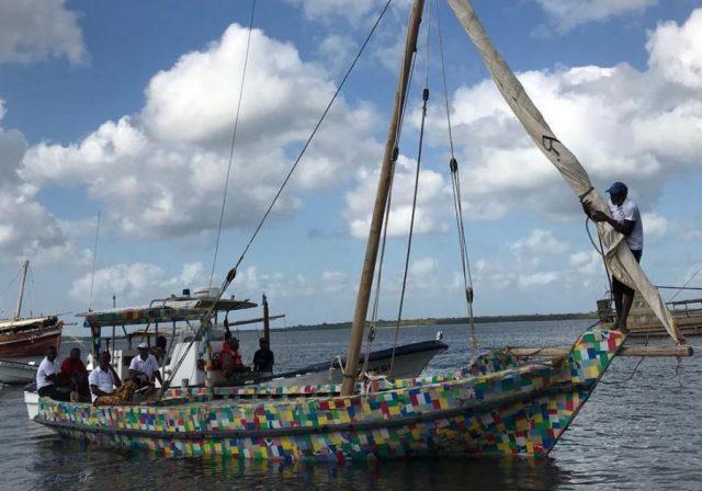 Quenianos criam barco com resíduos plásticos