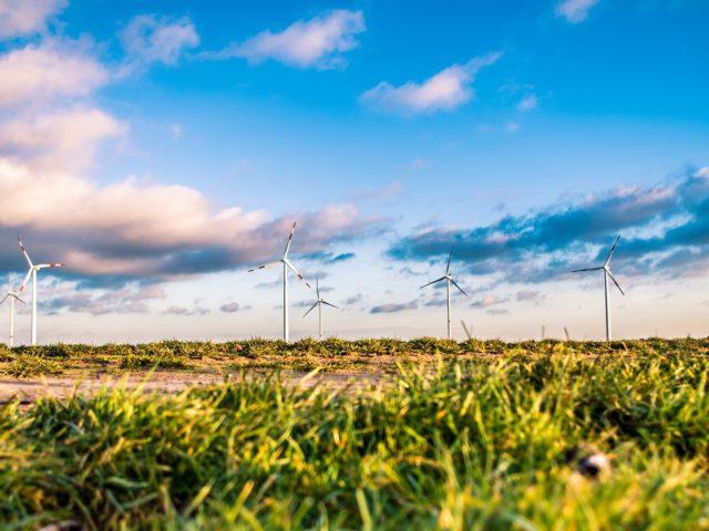 Investimento em energias renováveis supera o de combustíveis fósseis em 2018 no mundo