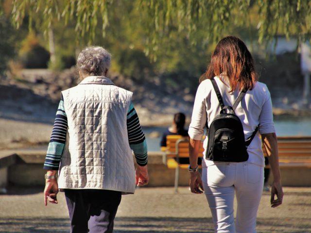 Estudos apontam endividamento de idosos e empobrecimento de mulheres mais velhas