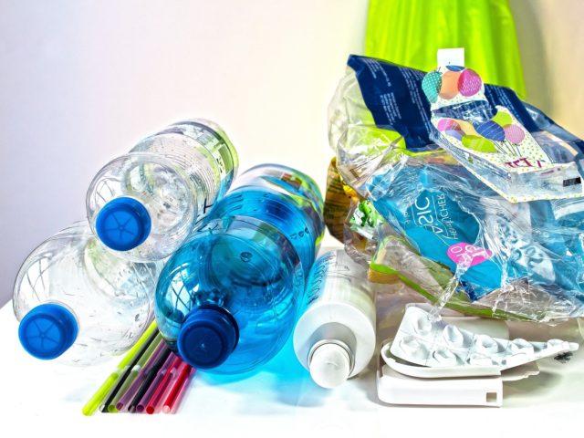 Campanha motiva usuários a diminuir o uso de embalagens plásticas