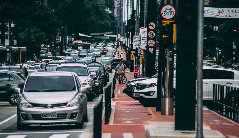 Venda de veículo a gasolina ou diesel pode ser proibida no Brasil em 2030